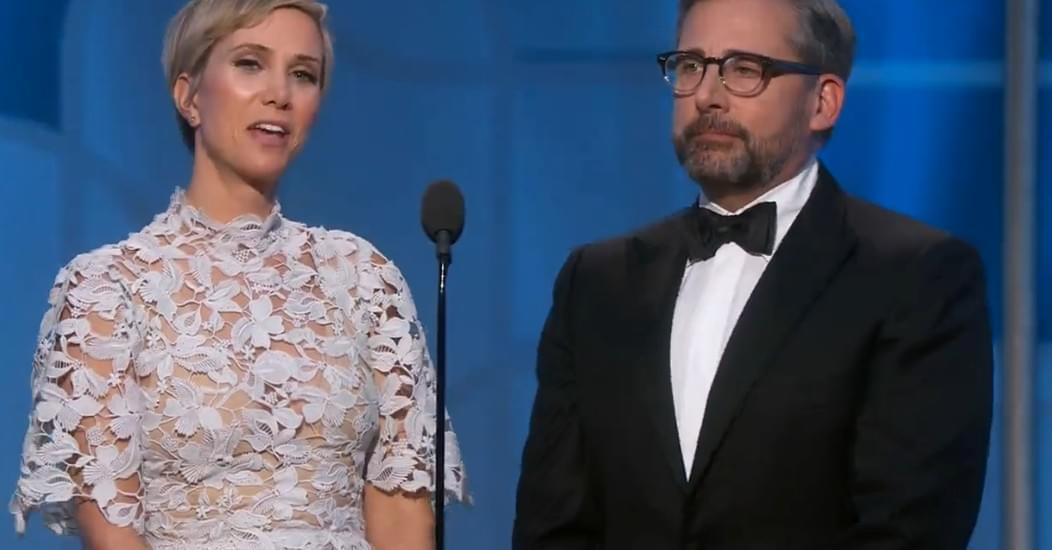 史蒂夫·卡瑞尔和克里斯汀·韦格颁奖。