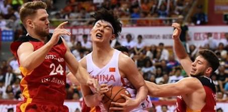 斯杯-中国男篮红队末节无力负德国 王哲林18+10