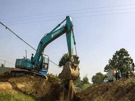 防洪渠上搭建违法构筑物 运城水务局依法清理拆除