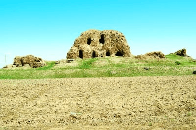 """内蒙古乌兰察布明长城边发现4公里""""新长城"""""""