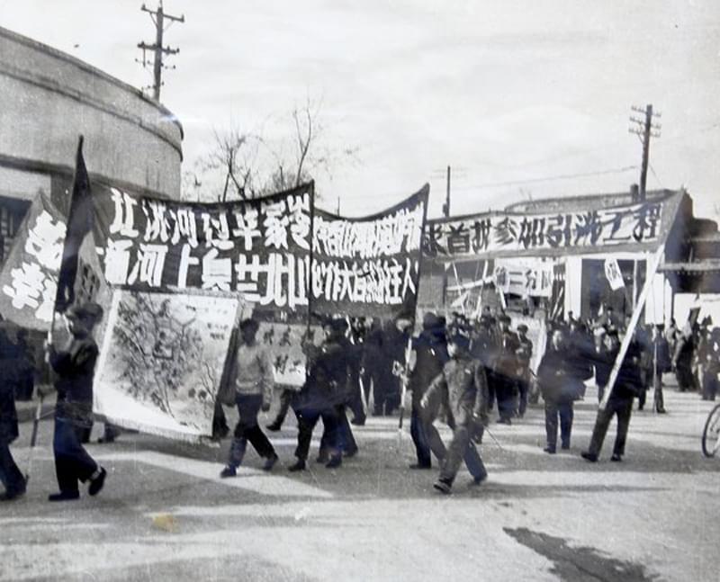 50年代学校师生要求参加首批引洮工程劳动(网络图)