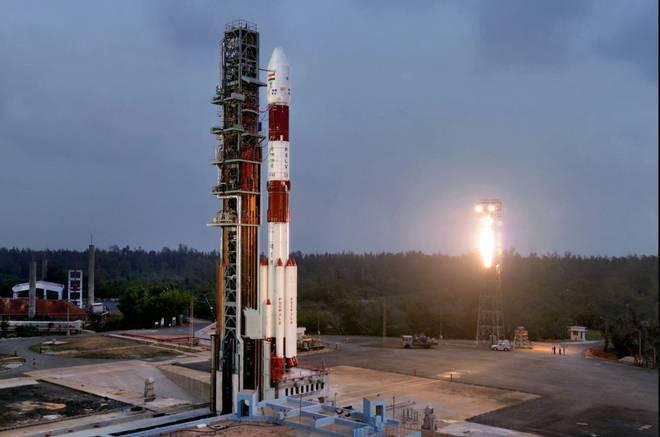 印度成功发射一箭31星 将被送入两个不同的轨道