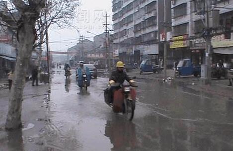 改善交通 御河路与凤凰路口交会路口加装红绿灯