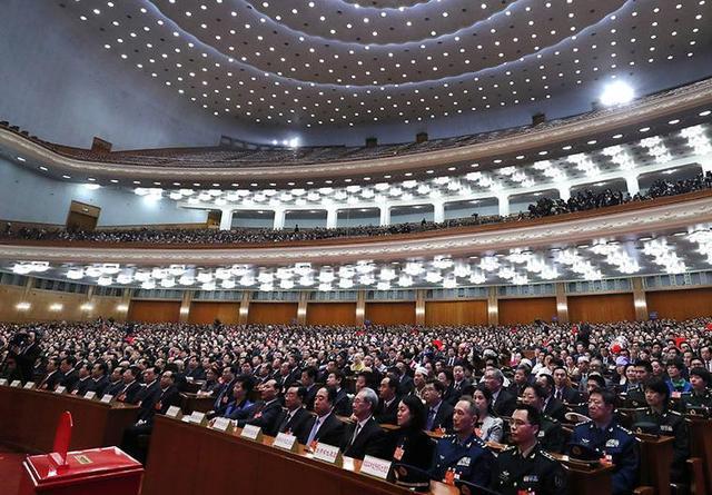 十三届全国人大一次会议举行第六次会议
