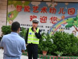 夏县交警:秋季开学第一天交通安全宣传进校园