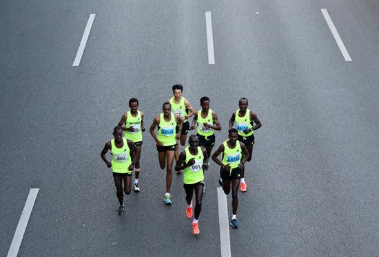 """真跑者们在""""宝马""""赛道上同场竞技"""