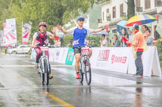 崃淂赛雨中开骑 200选手遇见醉美徽州