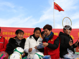 邯郸爱心志愿者为魏县东代固中学送去体育用品