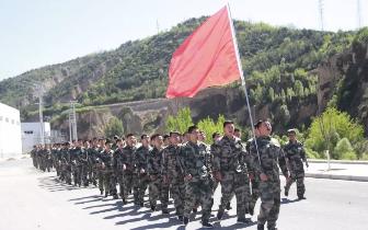 吉县公安局交警参加民兵训练 提高队伍素质