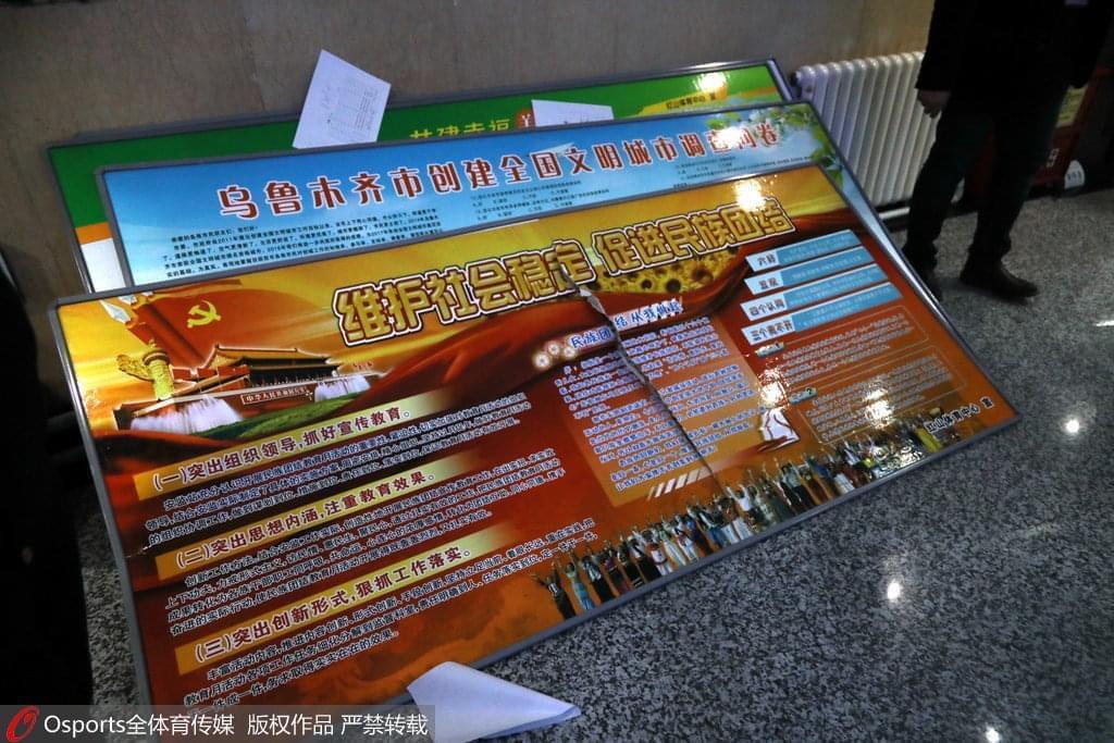 深圳两外援与西热发生冲突 新疆队广告牌被踢坏