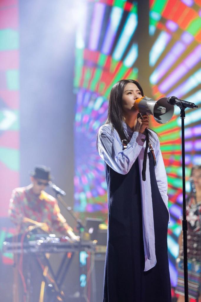 谭维维《中国乐队》搭档KAWA 即兴演绎雷鬼style