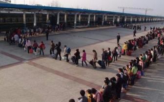 麻城车务段迎来返程高峰 21日发送旅客7.2万人