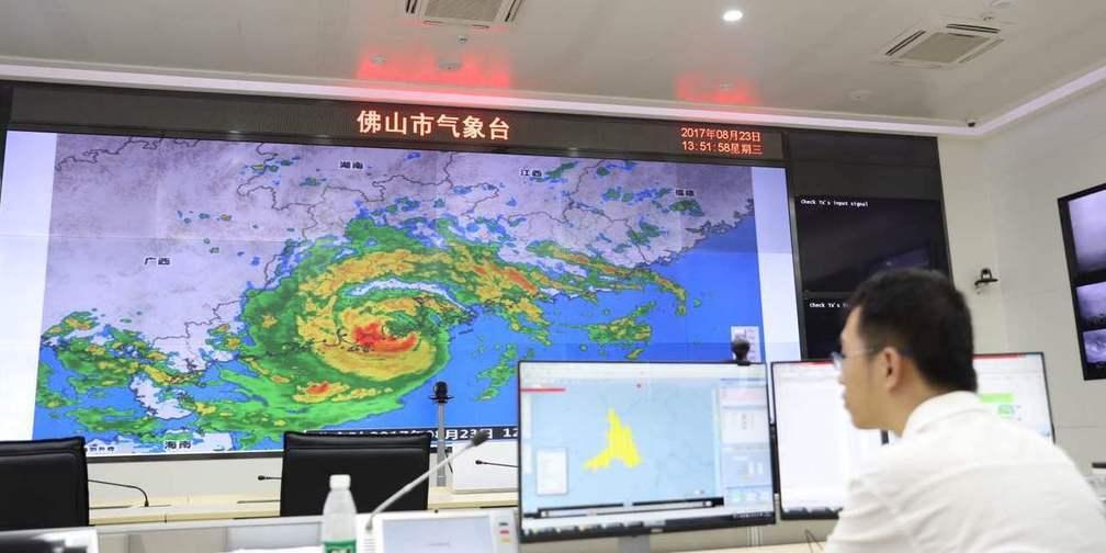 """""""天鸽""""来了,小编直击台风现场险被吹走"""
