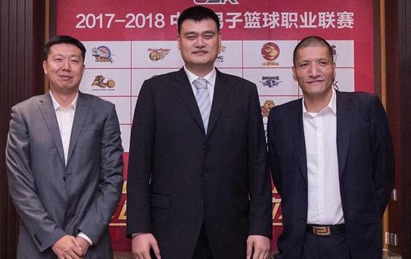CBA新赛季发布会 昔日三大中锋聚首