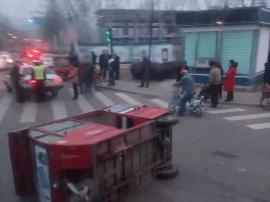 沁源客运中心十字口发生一起车祸
