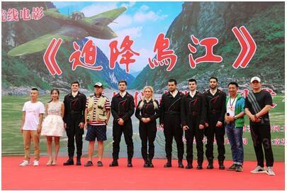 中苏抗战战争电影《迫降乌江》开机仪式在铜仁市沿江画廊天街举行