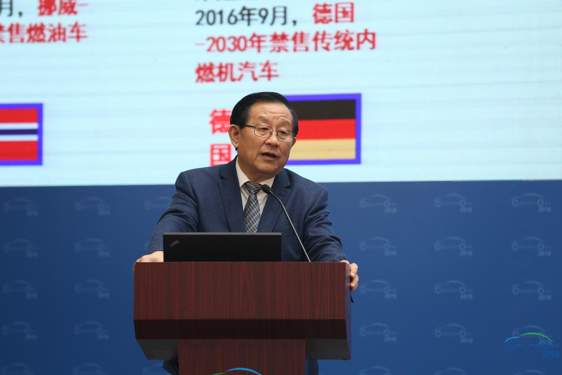 万钢:继续加强我国新能源产业科技创新升级