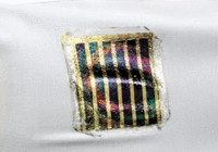 日本科学家研发能贴在衣服上的超薄太阳能电池