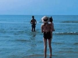 欧弟一家海边游玩老婆长腿抢镜 jojo玩嗨不想回家