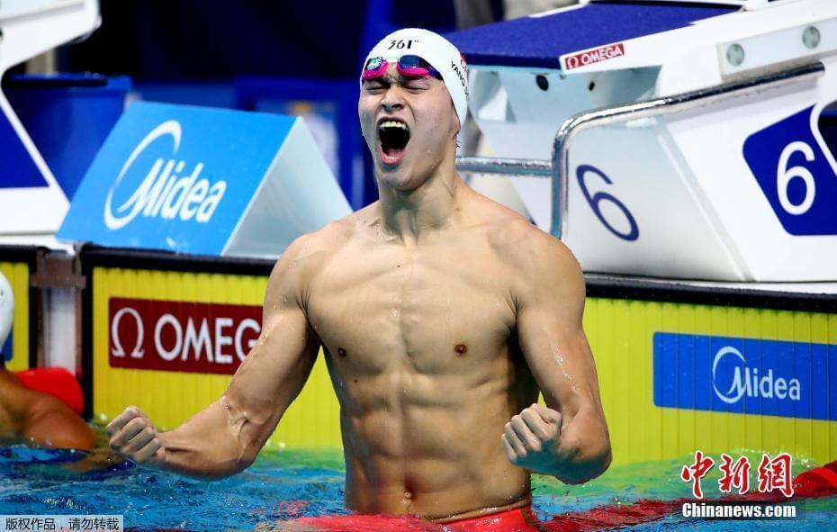 轻松一刻7月24日:泳池里真正的王者!