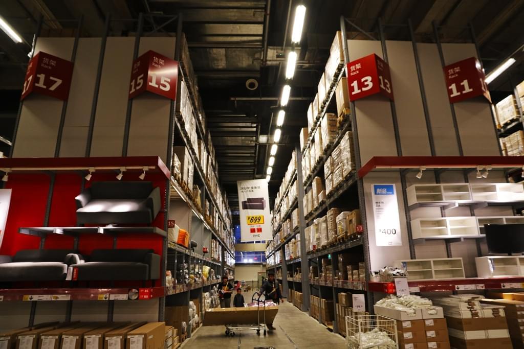 创立于瑞典的宜家,商场遍布全球各地。图为北京朝阳区一家宜家商场。/视觉中国