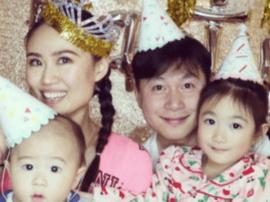李小鹏娇妻新年晒合照 这是颜值最高的一家?