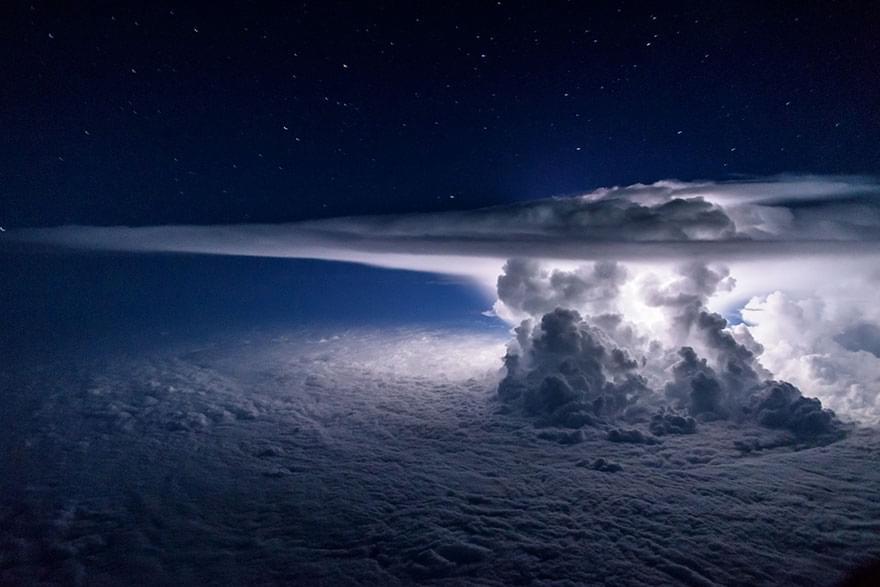 飞行员拍下的照片,揭秘云层之上的真相