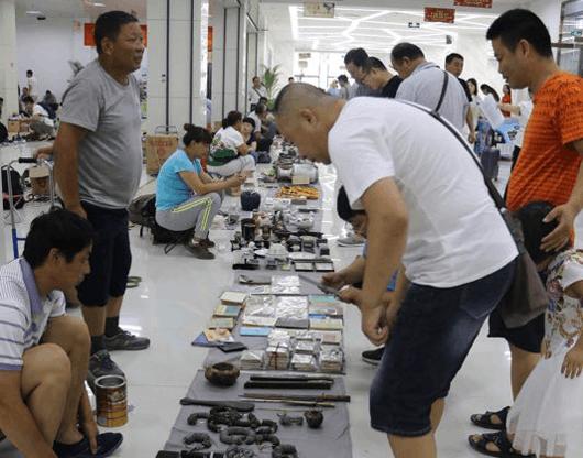 沧州文化大厦古玩淘宝大集开市 全场共5
