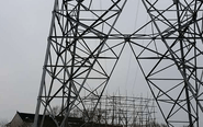 泰兴民房屋顶架高压线 供电局称不知情
