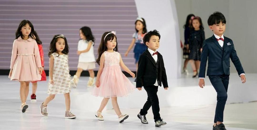 好酷!北京时装周少儿模特展风采