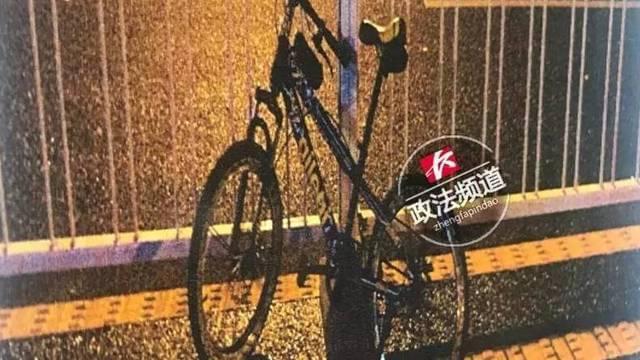 长沙男子骑单车逆行 撞越野车身亡
