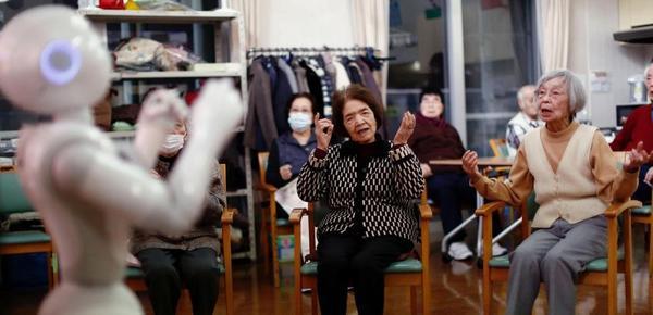 恐怖的老龄化!日本人的晚年:与机器人度余生