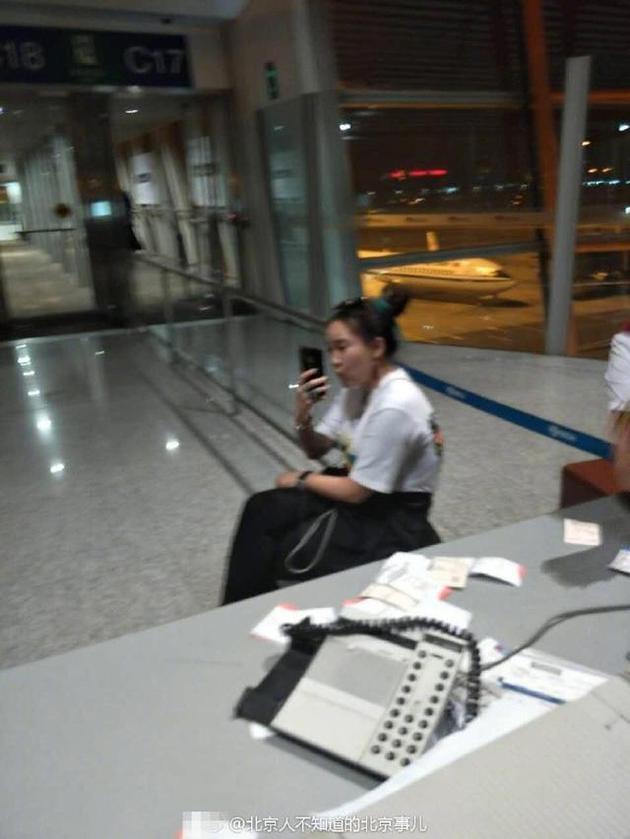 """机场打人直播""""装可怜"""" 被拘女主播获释后道歉"""