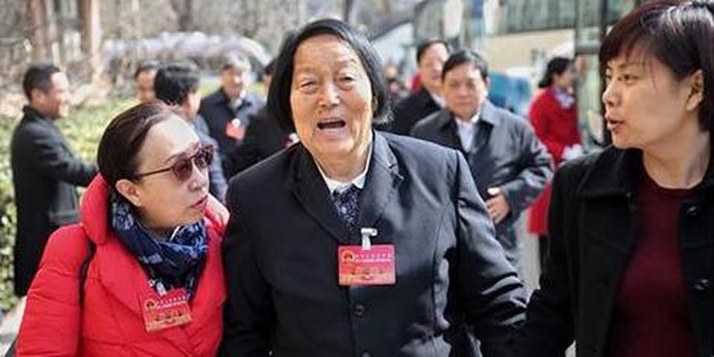 89岁全国人大代表申纪兰抵京报到