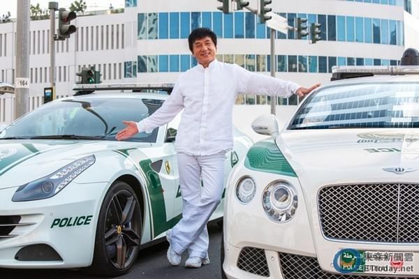 壕!迪拜王子借70辆豪车给成龙 撞坏还有备用(图)