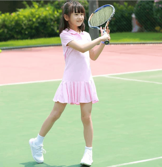 森碟胜负欲燃起 捕捉一只元气满满网球少女