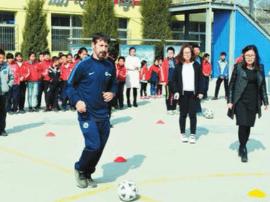 西班牙外教莫兰 校园足球初体验
