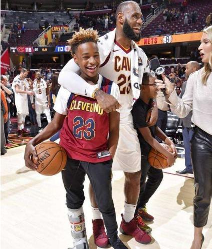 詹皇:如果我儿子能进NBA 我们真有机会打父子篮球