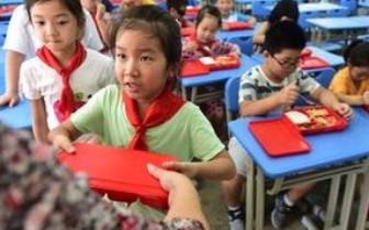 深圳拟3年内推广校内午餐午休 老师:我不是保姆