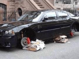 丢失的奔驰车轮胎竟在网上卖  两名嫌疑人被抓获