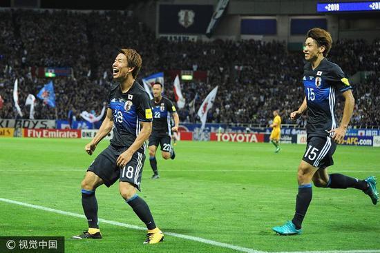 日本2-0战胜澳大利亚后提前进入俄罗斯世界杯