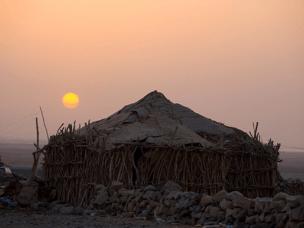 顶着49度高温 穿行于埃塞尔比亚的七彩沙漠