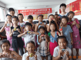 山海关区妇联组织开展妇女手工业培训系列活