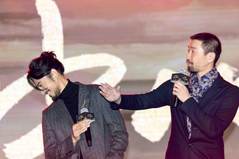 张晓晨《海上牧云记》与王千源飙父子戏称过瘾