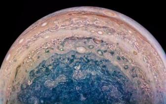 美国航空航天局公布木星南极美图 蓝色漩涡壮丽