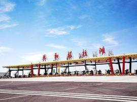 青海共玉高速公路建成通车 风景如画