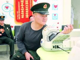 """女子吃感冒药致""""溶血"""" 多位战士撸袖救援"""