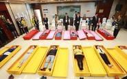 大学生躺进棺材体验死亡