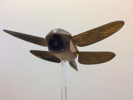 """英创企研发""""蜻蜓微型无人机"""" 能用激光消除导弹"""