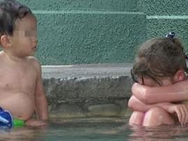 深夜畅聊12月02日:女子带男童进女浴室,该阻止吗?